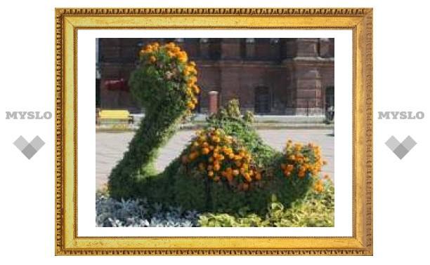 Тулу украсили цветочными скульптурами