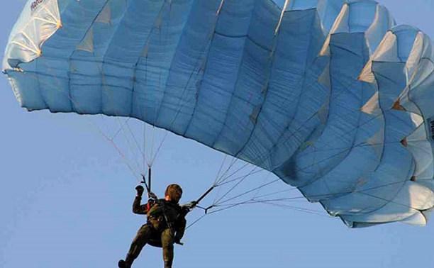 Туляки разыскивают рыбака, спасшего тонувшую парашютистку
