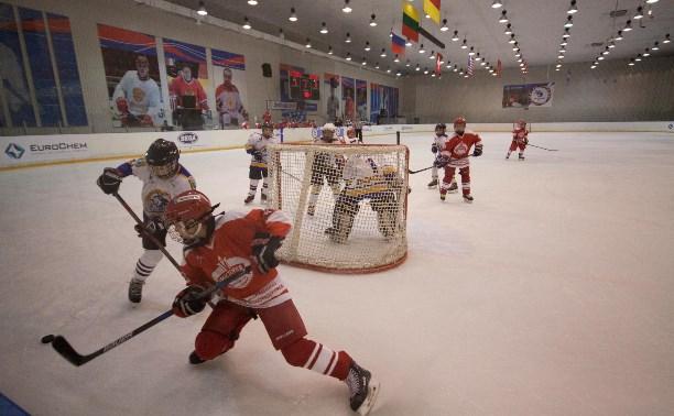 В Новомосковске стартовал хоккейный турнир EuroChemCup: репортаж