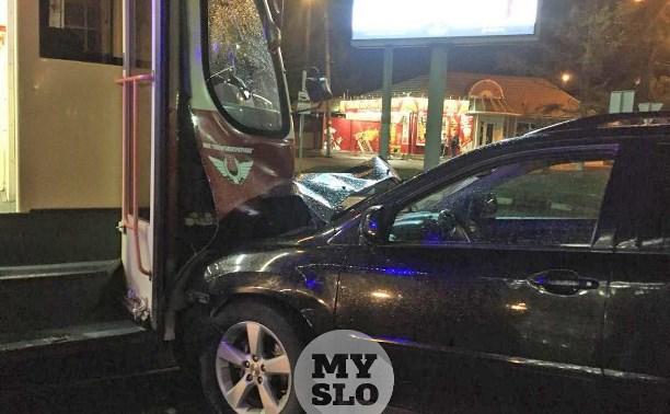 Трамвай и Lexus столкнулись на ул. Советской в Туле