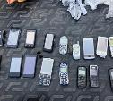 Сразу в две тульские колонии пытались передать мобильные телефоны