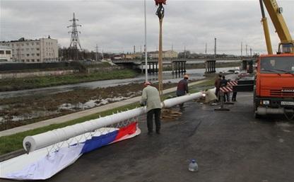На берегу Упы устанавливают 33-метровый флагшток