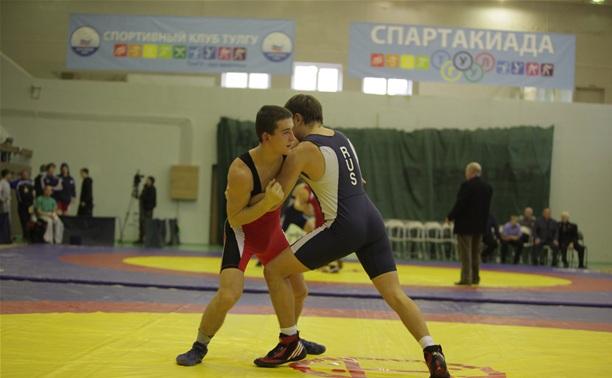 В Туле прошло первенство спортшколы по греко-римской борьбе