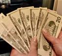 Мужчина украл 3 тысячи долларов со стойки кассы в банке