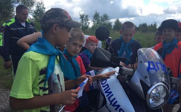 Воспитанники детского лагеря «Поленово» познакомились с работой инспекторов ГИБДД