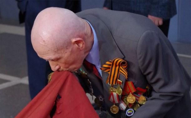 Тульский ветеран поклонился в Москве боевому знамени своей воинской части