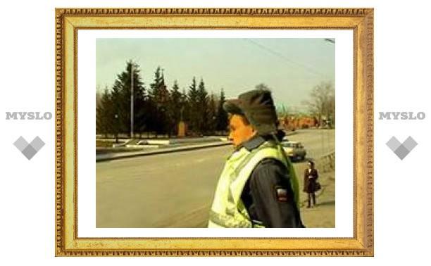 Восковой гаишник следит за действиями сибирских автомобилистов