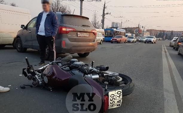 В Туле внедорожник подрезал мотоциклиста