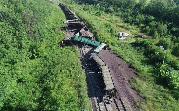 По факту крушения грузового поезда в Тульской области возбуждено уголовное дело