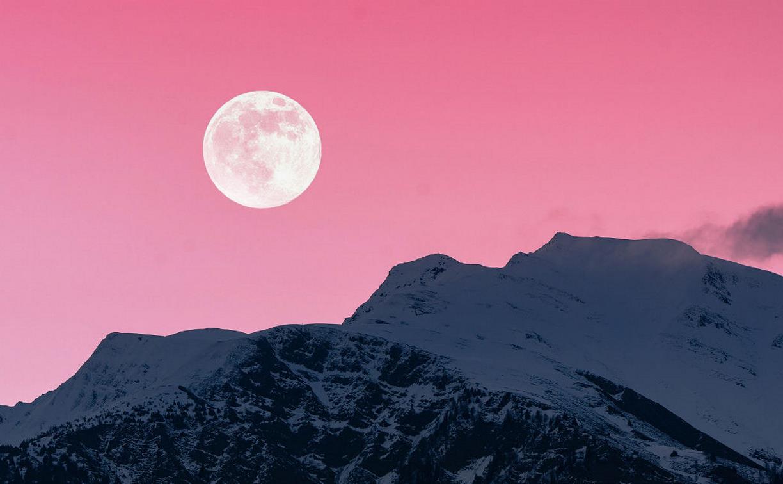 В последние дни апреля россияне смогут наблюдать розовое суперлуние
