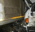 Ночью на трассе столкнулись два грузовика