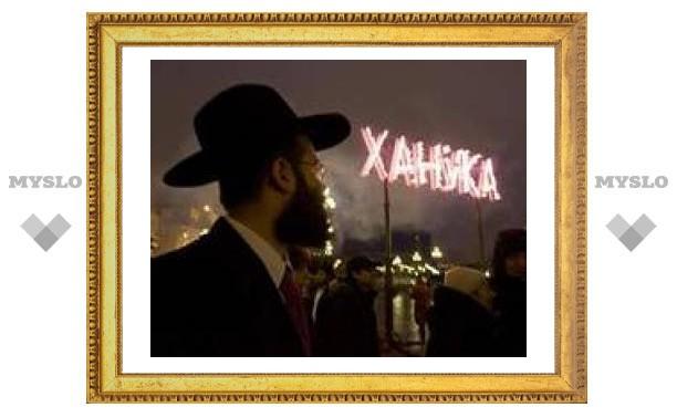 На Манежной площади Москвы зажгли ханукальную свечу