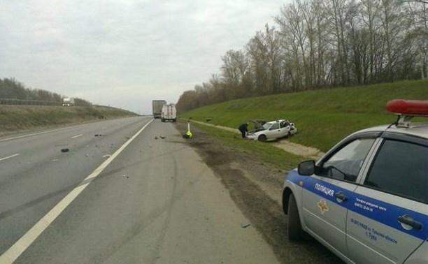 На трассе М4 столкнулись «Дэу Нексия» и грузовик «Вольво»