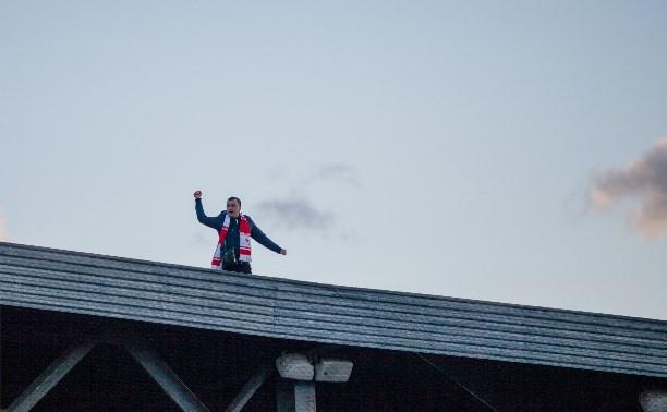 «Арсенал» и «Спартак» помогут деньгами болельщику, упавшему с крыши в Туле