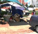В Глушанках легковушка сбила торговую палатку с людьми