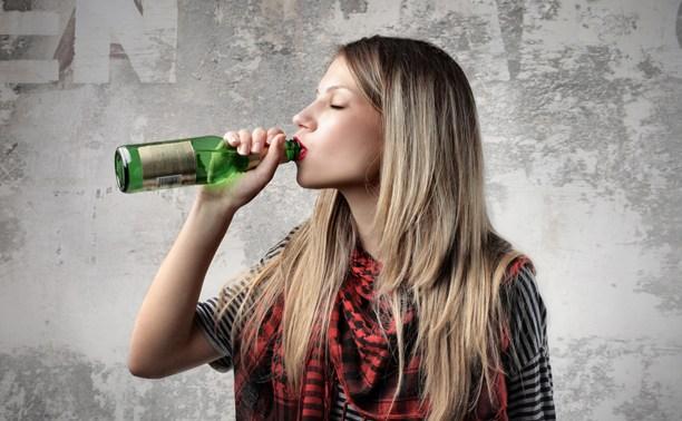 Россияне поддерживают идею продавать алкоголь с 21 года