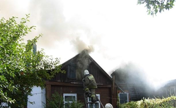 Тульские пожарные спасли женщину из горящего дома