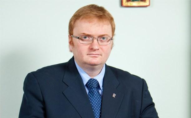 Виталий Милонов предложил ввести униформу для чиновников