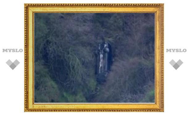 Второй автомобиль Чарли Шина сбросили со скалы