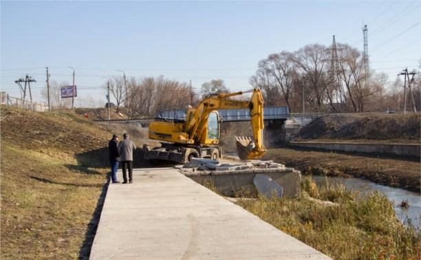 Пешеходный мост на набережной Упы доделают к 15 ноября