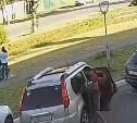 В Туле семья забрала себе оставленный на скамейке рюкзак и попала на видео