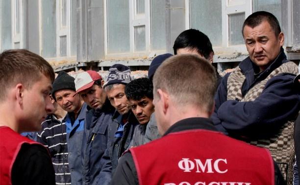 Более 40 нелегалов трудились на заводе в Алексинском районе
