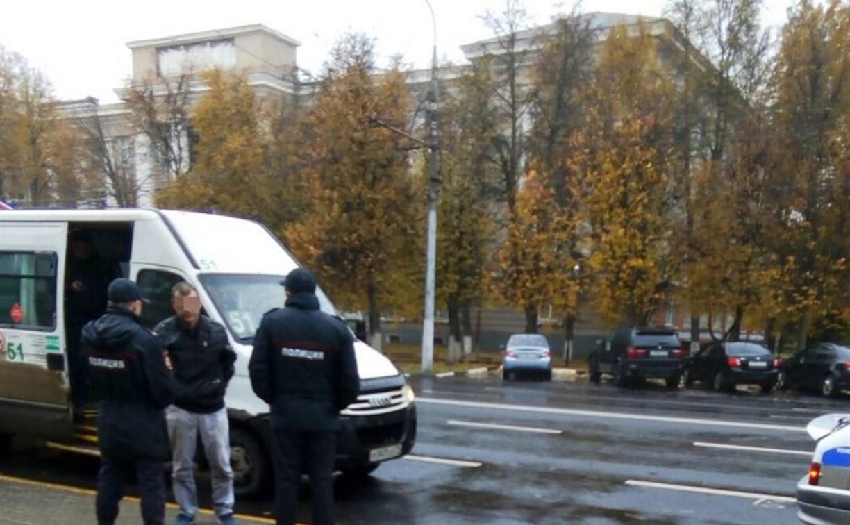 В Туле пьяный пассажир разбил стекло в маршрутке