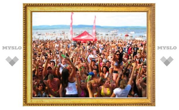 «Слобода» и MySLO.ru открывают серию пляжных вечеринок «Пляжная территория»