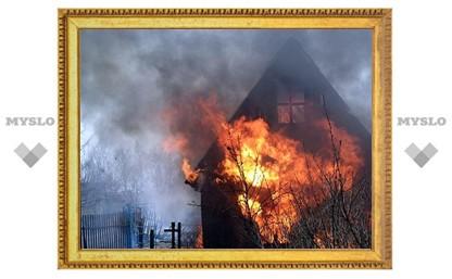 Под Тулой сгорело три дачи