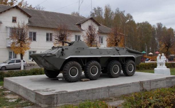 В Суворове на аллее Мужества установили БТР-70