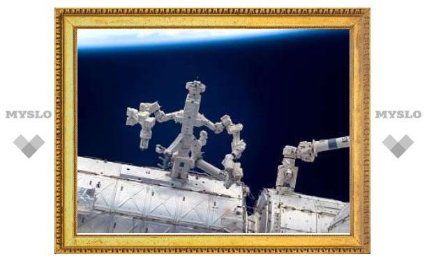 """""""Двурукий"""" манипулятор впервые заменил оборудование на МКС по команде с Земли"""
