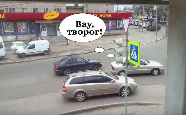В Туле пожилая автоледи бросила машину на перекрестке и пошла за творогом
