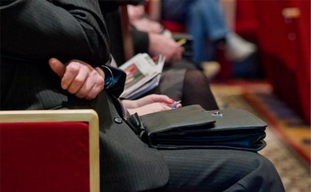 Среднемесячная зарплата чиновников в Тульской области составляет 53 275 рублей