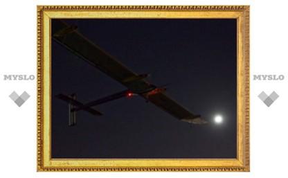 Самолет на солнечных батареях завершил рекордный перелет