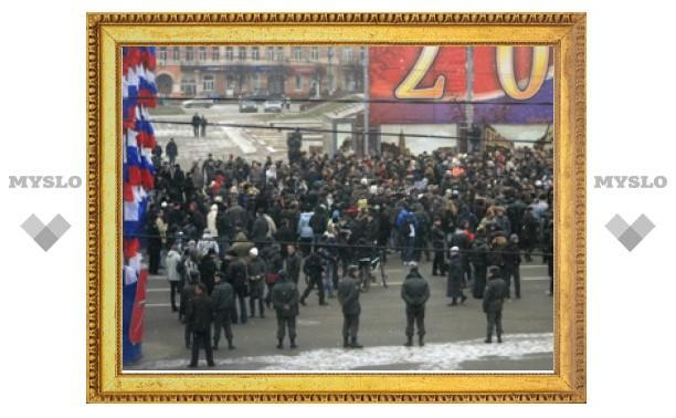 """На митинге в Туле люди пели """"Вставай, страна огромная!"""""""