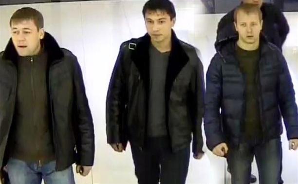 Опубликованы фото воров, которые обокрали ювелирный магазин в ТЦ «Гостиный двор»