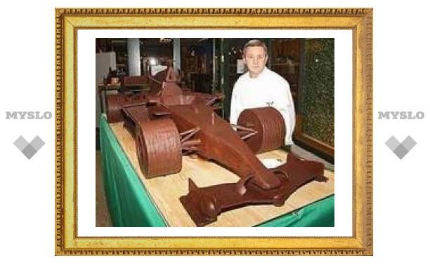 """В Испании приготовили 120-килограмовый шоколадный болид """"Формулы-1"""""""