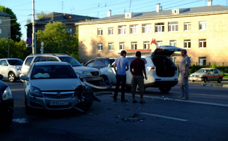 Напротив Комсомольского парка столкнулись три автомобиля