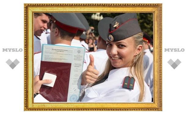 В Туле состоялся первый выпуск офицеров полиции