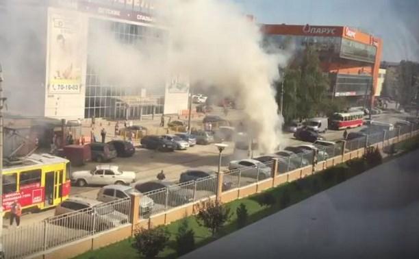 В Туле на ул. Фрунзе загорелся «Мерседес»