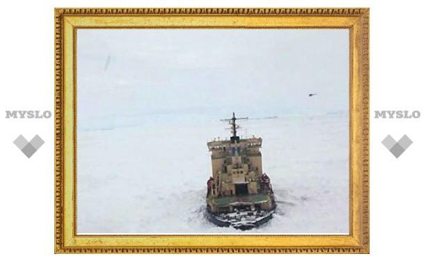 В Охотском море изо льдов освободилось еще одно судно