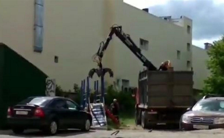 В Туле демонтировали детскую площадку, разрушенную подростками