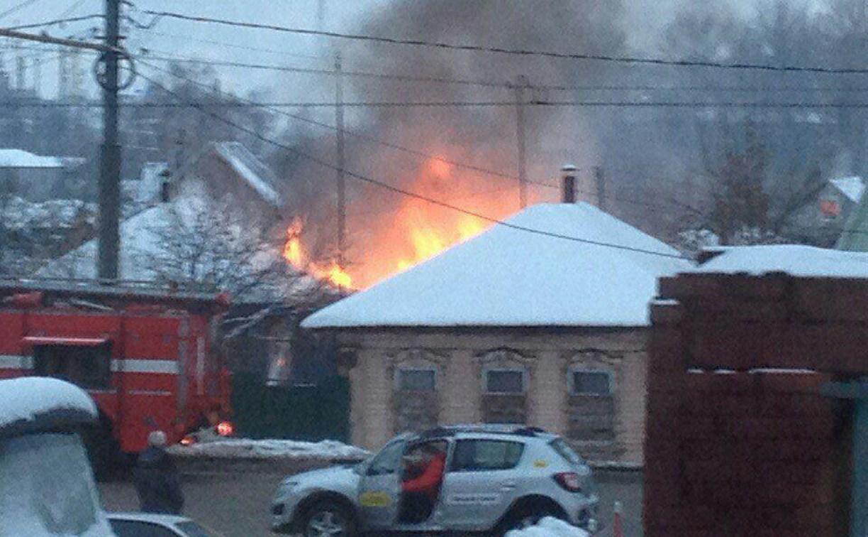 В Туле при пожаре прогорела крыша жилого дома