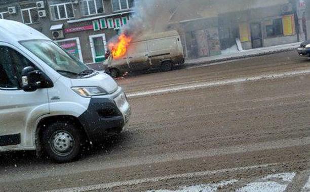В центре Тулы загорелся грузовой «Мерседес»