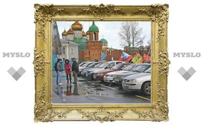 Давайте под парковку… кремль отдадим! Чего мелочиться-то?