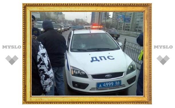 В Екатеринбурге автомобиль ГИБДД сбил на переходе женщину