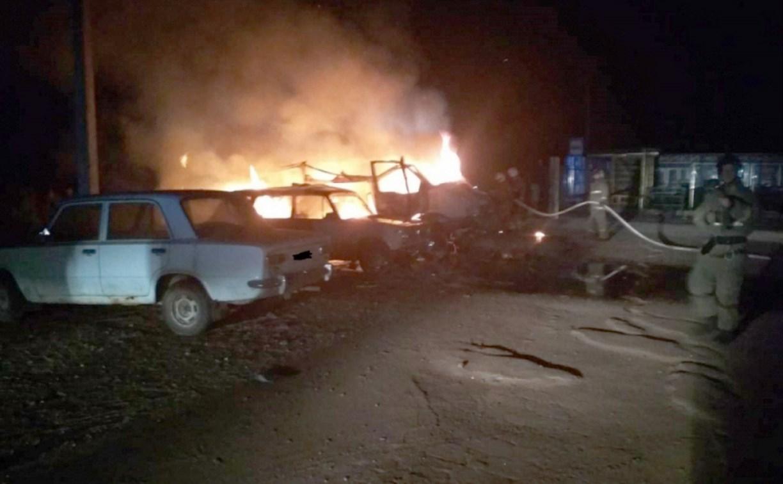 Ночью на тульском кладбище сгорели четыре автомобиля