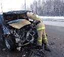 На трассе М2 столкнулись Mitsubishi и грузовик