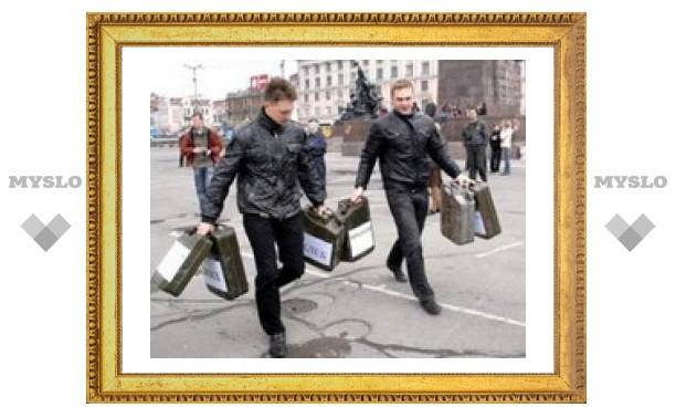"""Автомобилисты вышли на """"Марш пустых канистр по убитым дорогам"""""""