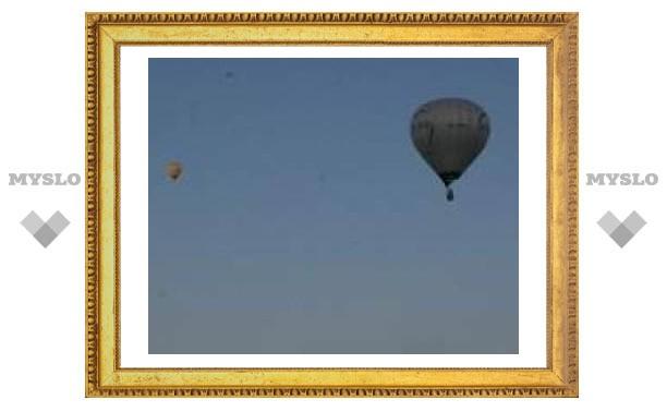 Воздушный шар чудом не столкнулся с краном